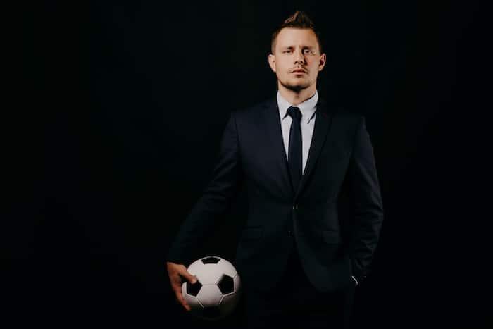 Juego sucesión familiar administración empresa futbol
