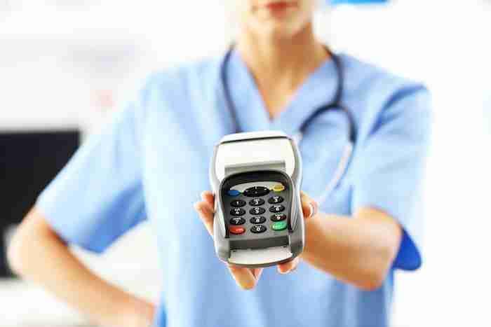 Pago honorarios medicos deducibles gastos persona fisica
